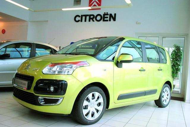 W tym modelu citroena można wybrać trzy wersje wyposażenia: SX, SX pack oraz exclusive. Z silnikami benzynowymi ceny rozpoczynają się od 54.000 zł, najdroższa wersja kosztuje 69.100 zł.