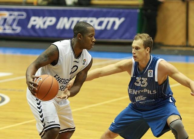 W meczu II kolejki EuroChallenge koszykarze Energi czarnych Slupsk wygrali z BK Ventspils 91-75.