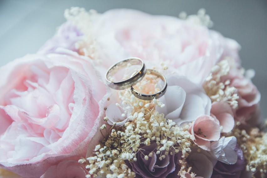 Najpiękniejsze życzenia ślubne dla młodej pary 2021