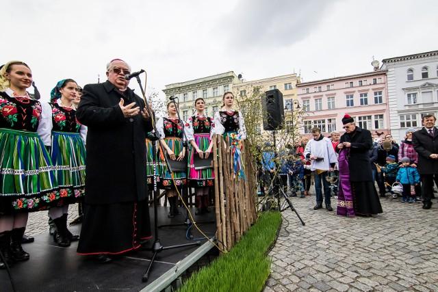 Biskup Jan Tyrawa, ordynariusz Diecezji Bydgoskiej będzie zeznawał w lipcu w Sądzie Okręgowym w Bydgoszczy. Będzie świadkiem w sprawie pozwu ofiary księdza pedofila Pawła K., opiewającego na 300 tys. zł