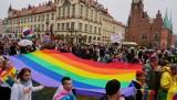 """Słowo Roku 2019: """"Klimat"""" i """"LGBT"""" [Konkurs Uniwersytetu Warszawskiego]"""