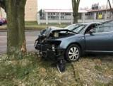 Groźny wypadek na ul. Pojezierskiej. Utrudnienia w ruchu [zdjęcia]