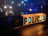 Pijany kierowca skasował znak drogowy i staranował inne auto