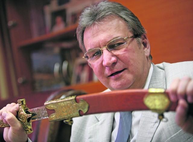 Prof. Aleksander Sieroń jest m.in. laureatem nagrody Grand Prix targów wynalazczości w Brukseli za metodę leczenia, dzięki której chorzy mogą uniknąć amputacji nóg.