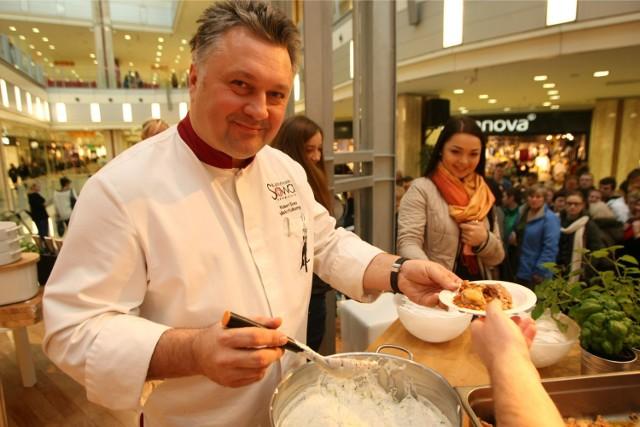 Robert Sowa nieraz już gotował dla Wrocławian (na zdjęciu w Pasażu Grunwaldzkim)