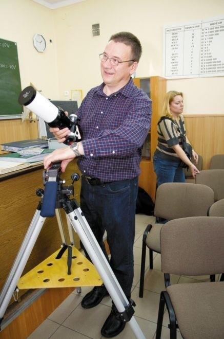 Teleskop służy do obserwowania wyłącznie słońca - pokazuje absolwent białostockiego III LO