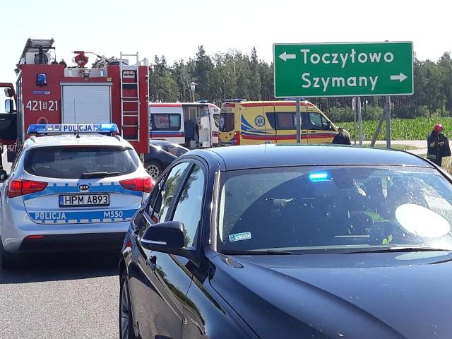 Do tego tragicznego zdarzenia doszło dzisiaj, około godziny 9:30, w rejonie drogi krajowej nr 61. W miejscowości Toczyłowo zderzyły się ze sobą dwa osobowe auta.Śmiertelny wypadek na DK 19. Jedna osoba nie żyje, cztery są ranne