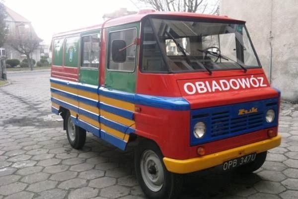 Obiadowóz dowozi posiłki do ośmiu szkół: w Otmuchowie, Kałkowie, Mesznie, Grądach, Maciejowicach, Ligocie Wielkiej, Wójcicach i Jarnołtowie.