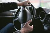 Masz te kody na prawie jazdy? Możesz mieć duże kłopoty podczas kontroli drogowej. Sprawdź, co oznaczają kody na prawku