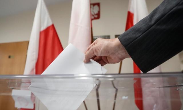 Do godz. 21 można oddać swój głos w wyborach na prezydenta miasta Rzeszowa. Kandydaci już to zrobili. Zobaczcie galerię zdjęć.