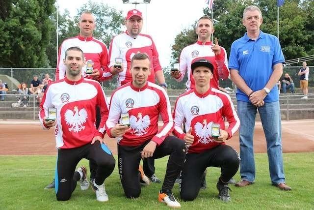 Drużynowi Mistrzowie Europy. W składzie było dwóch torunian: Przemysław Binkowski (stoi pierwszy z lewej) i Marcin Paradziński (stoi drugi z prawej)