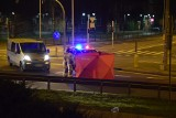 Śmiertelne potrącenie pieszego w Malborku. Do wypadku doszło na alei Rodła 5.12.2020. Utrudnienia na drodze krajowej nr 22 [zdjęcia]