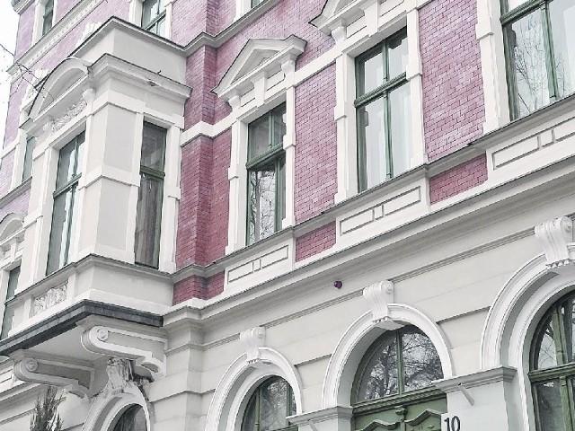 Sztukateria elewacyjna Budynki ozdobione profilami elewacyjnymi sprawiają wrażenie dopieszczonych w każdym calu.