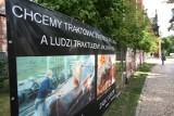 Antyaborcyjny billboard zamalowany przez radnych. Wezwano policję