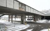 Tir zerwał betonowe płyty z wiaduktu przy ICZMP