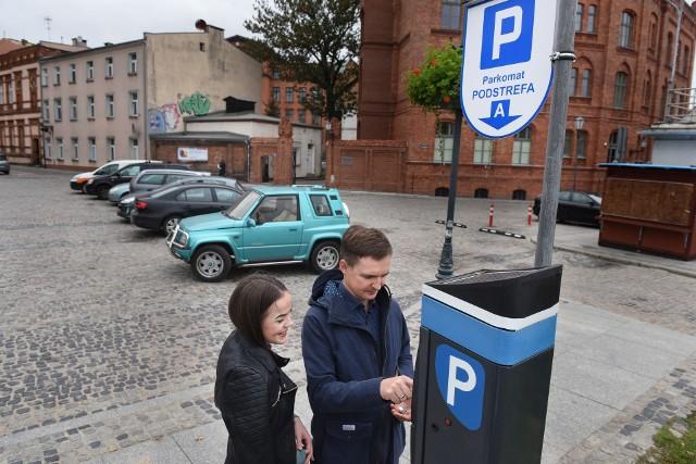 Od 1 kwietnia za pierwszą godzinę postoju w Śródmiejskiej Strefie Płatnego Parkowania będzie trzeba zapłacić 5 złotych. Od 1 czerwca opłaty będą pobierane także w soboty