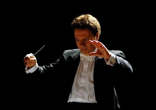 Podlascy filharmonicy wystąpią pod batutą wybitnego dyrygenta Emina Güvena Yaşliçana.
