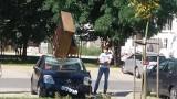Na dach samochodu spadło pianino? Zagadka wyjaśniona