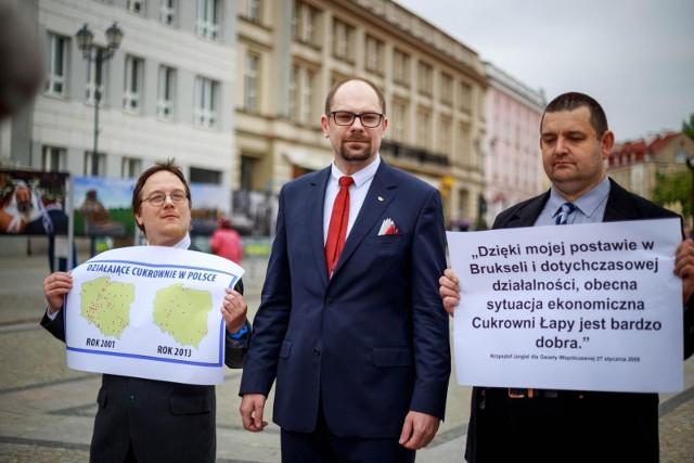 Marcin Sawicki (w środku) jest białostockim kandydatem Konfederacji do PE