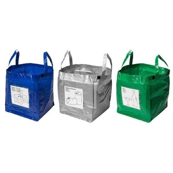 Torby a odpadyTrzy wytrzymałe torby do segregowania śmieci. Każda ma pojemność 37 litrów. Z toreb można zrobić szereg po połączeniu ich rzepem, który mają wszyty. Z przodu torby mają plastikowe kieszonki, w które można włożyć oznaczenie zawartości pojemnika na odpady.