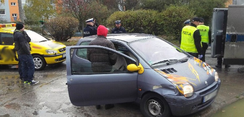 Kierowca renault twingo z niemieckimi tablicami na ul. Maczka spowodował kolizję. Nie zatrzymał się jednak, tylko zaczął uciekać.