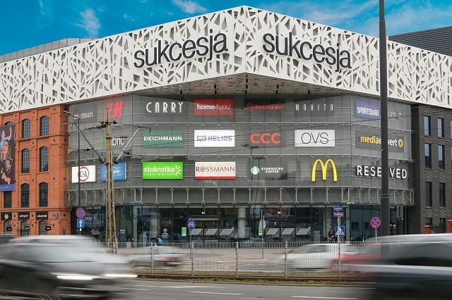 Centra handlowe zaczynają zwalniać najemców z czynszu