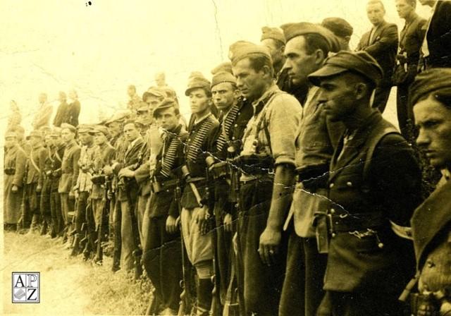 """4. Kompania """"Konrada"""" na zamojskiej Rotundzie. 29 lipca 1944 r. Fot. ze zbiorów APZ."""