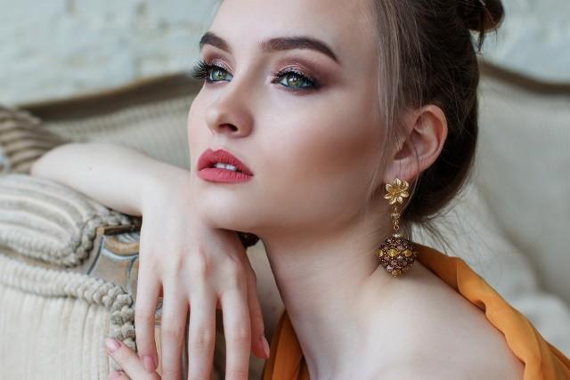 Trendy w makijażu na lato 2020. Szukasz inspiracji? Sprawdź hity makijażowe 2020!