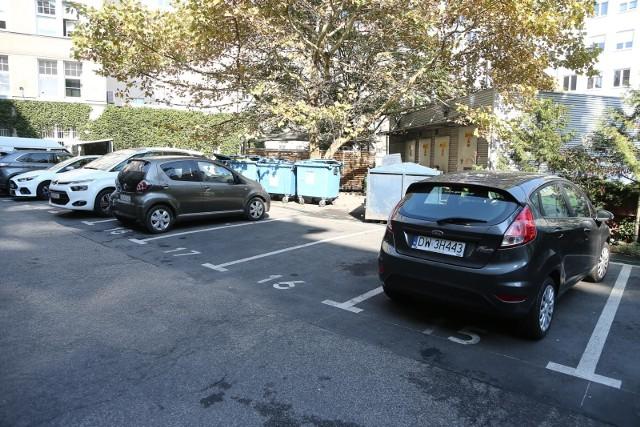 Proponujemy, aby urzędowy parking na kilkadziesiąt miejsc był dostępny także dla mieszkańców - mówi  Katarzyna Obara-Kowalska.