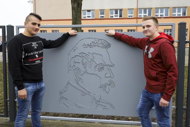 Zespół Szkół Mechanicznych w Białymstoku odsłonił niepodległościową instalację