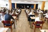 Egzamin ósmoklasisty, matura przesunięte na czerwiec. Czy takiej decyzji spodziewali się uczniowie i nauczyciele?