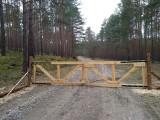Przy drogach krajowych 22 i 24 wzdłuż lasu powstało ogrodzenie. Ma ograniczyć afrykański pomór świń