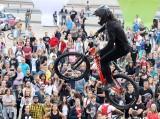 Red Bull Roof Ride w Katowicach. Skoki na rowerach podziwiało tysiące mieszkańców ZDJĘCIA KIBICÓW