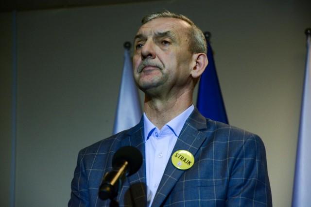 """ZNP tłumaczy stanowisko Broniarza. """"Nie deprecjonujemy szczepionki AstraZeneca"""""""