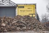 Wielka przebudowa hangaru w Czyżynach. Trwają prace rozbiórkowe [ZDJĘCIA]