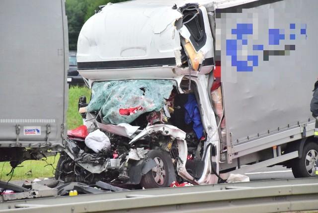 Śmiertelny wypadek na S8. Zginął kierowca busa. Na następnych zdjęciach zobaczysz miejsce wypadku oraz więcej informacji.