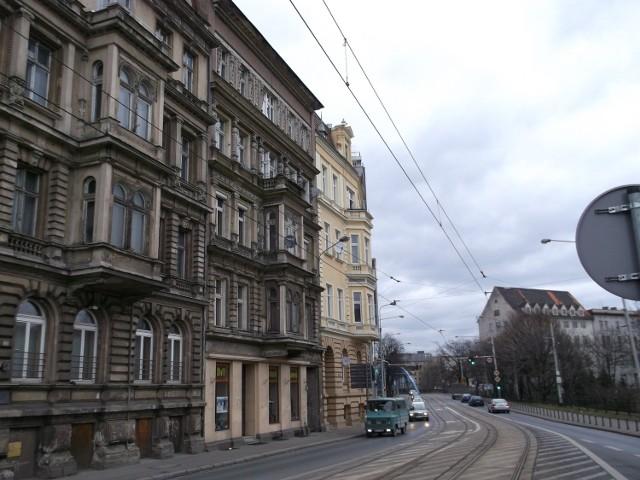 Kamienica przy ul. Podwale 6 (w środku)