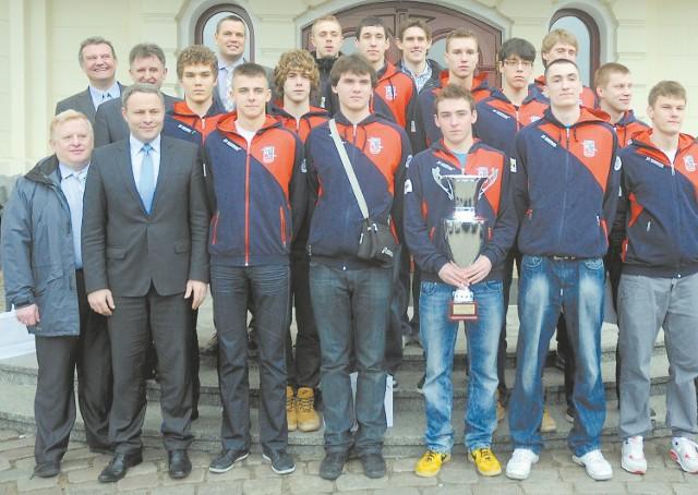 Młodzi siatkarze Delecty Bydgoszcz mają powody do zadowolenia.