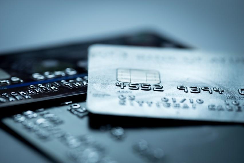 W maju bezwarunkowe 0 zł za prowadzenie konta oferowało 11 banków, a brak opłaty za kartę 6 banków.