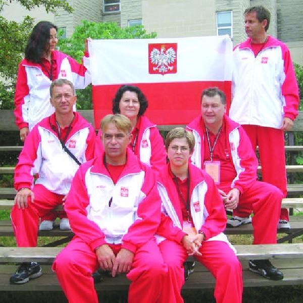 Andrzej Marciniak (z lewej w dolnym rzędzie): - Zawody robimy po to, by podziękować dawcom i ich rodzinom. A także, by szerzyć ideę dzielenia się narządami i ideę transplantologii, właśnie poprzez sport. To nas, ludzi z Polskiego Stowarzyszenia Sportu po Transplantacji główny cel.