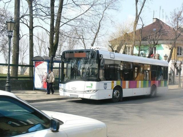 Pijany kierowca autobusu miejskiego został zatrzymany we wtorek, 2 kwietnia, w Łowiczu. 56-letni mężczyzna miał w organizmie 1 promil alkoholu.We wtorek wieczorem, policjanci z Łowicza otrzymali zgłoszenie o kierowcy jednego z miejskich autobusów. Jak stwierdził zgłaszający, mężczyzna mógł być pod wpływem alkoholu.CZYTAJ DALEJ NA KOLEJNYM SLAJDZIE
