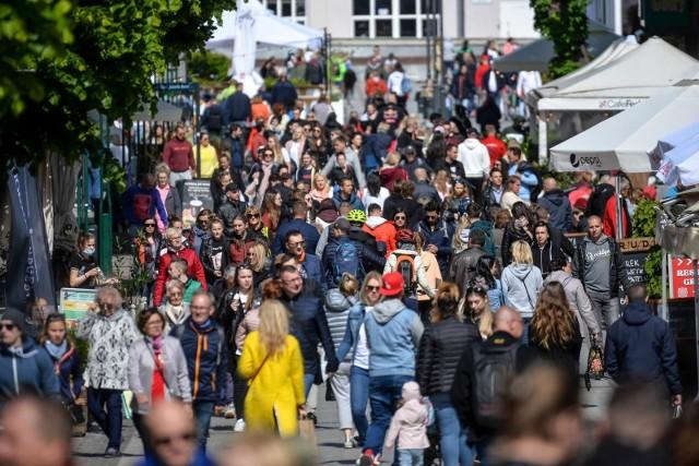 Najpopularniejszym kierunkiem na wyczekiwany długi weekend jest Świnoujście, a najdroższym Sopot. Najczęściej wybieranym obiektem noclegowym są apartamenty.