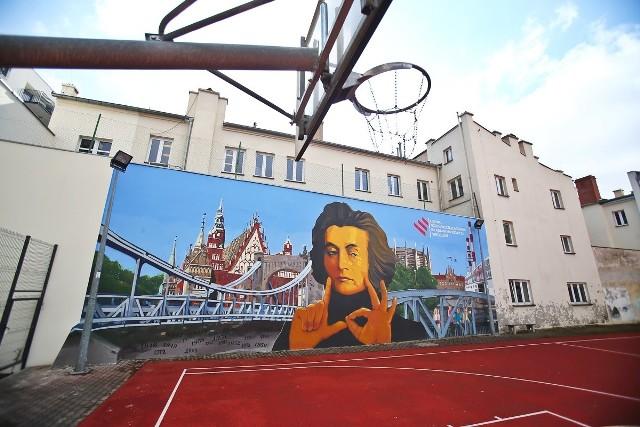 Mural na ścianie III Liceum Ogólnokształcącego przy ul. Składowej we Wrocławiu