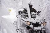Wiosna? Strażnicy graniczni w Bieszczadach nadal pracują w pełnym śniegu [ZDJĘCIA]