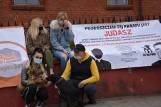 Ciąg dalszy afery z udziałem Waldemara B. Protest przed kościołem w Rekownicy [ZDJĘCIA]