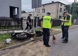 Wypadek w Rybniku. Motocyklista roztrzaskał się na drodze. Jest nieprzytomny