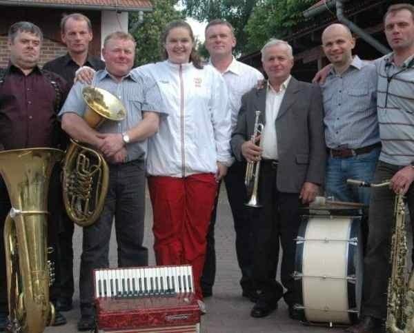 Ania Wloka z orkiestrą dętą  z Borek Wielkich