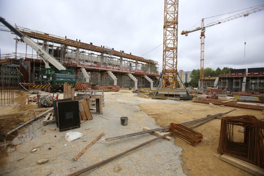 Budowa Zagłębiowskiego Parku Sportowego w Sosnowcu. Trwają prace przy budowie stadionu i hali sportowej.Zobacz kolejne zdjęcia. Przesuwaj zdjęcia w prawo - naciśnij strzałkę lub przycisk NASTĘPNE