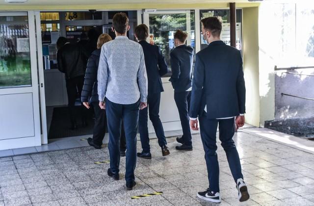 Jak pokazuje przypadek tegorocznego absolwenta łódzkiego liceum, zawsze warto zobaczyć i skonsultować niezadowalające wyniki, szczególnie gdy pojawiają się jakieś uzasadnione wątpliwości.