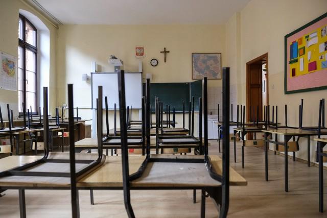 Szkoły zamknięto w połowie marca